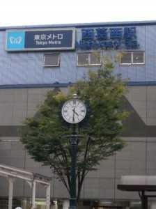 西葛西駅の広場へ時計を取り付けました。