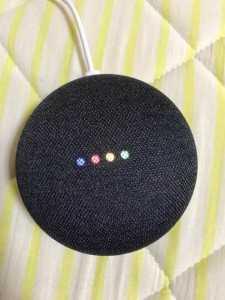 いつのまにか我が家にあるグーグルホーム。 聞くと何でも答えてくれます。父の生前、利用できれば良かったです。