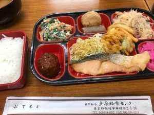 多摩給食センターの昼食