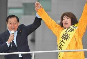 伊藤たかえ候補(兵庫選挙区)(右)の「逆転へもう一押しを」と訴える太田議長=29日 兵庫・姫路市