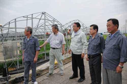 台風被害にあった農業施設を視察