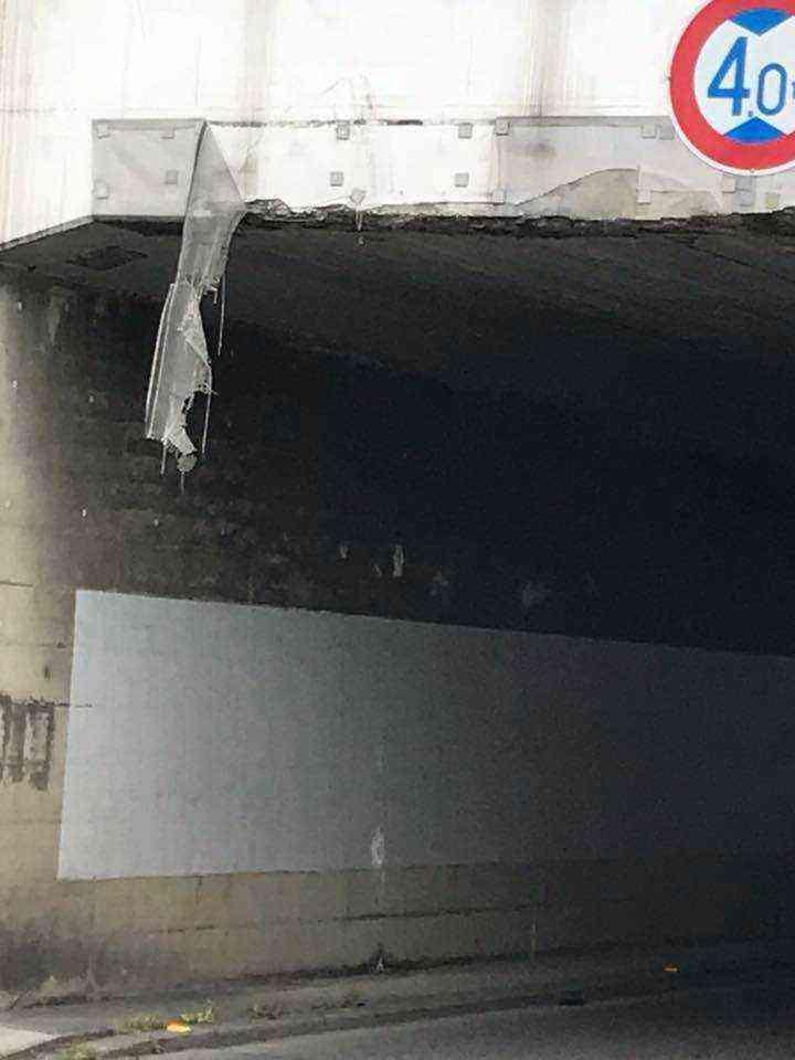 トンネル前