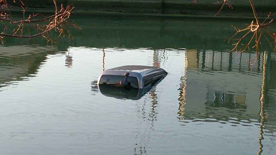 「川に車が」の画像検索結果