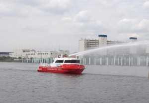 消防艇散水正面