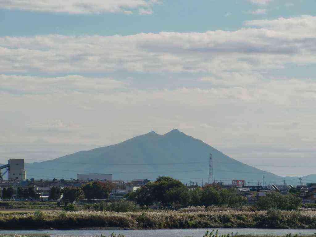 結城市から見る筑波山が、最高です。