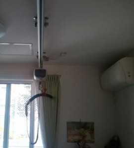 居室の天井には移動のためのリフト(天井式のため補助対象にならないとか?)
