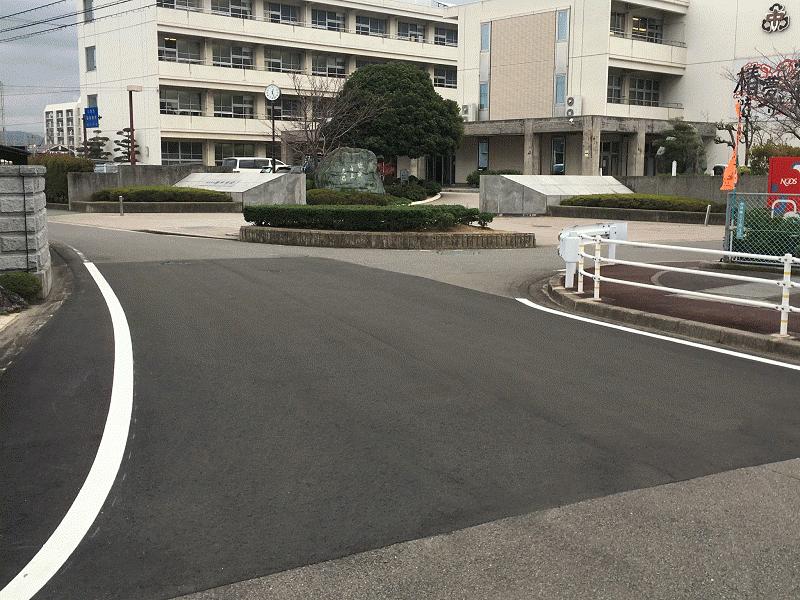 椿中学校南西角【余土123号線】の路面舗装
