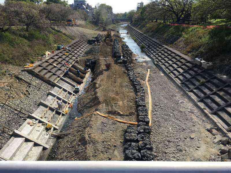 素鵞地域北側の石手川川底を整備