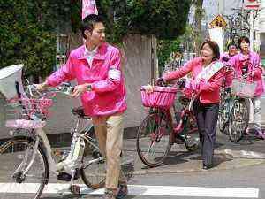 今日もピンクの自転車で移動