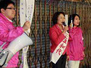 雨の中の祐天寺駅前遊説