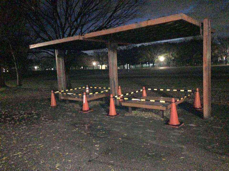 富田公園のベンチが新しく①