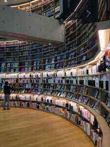 海老名市中央図書館 雰囲気がいい