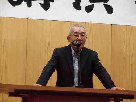 講師を紹介する角館町出身で作家の塩野米松氏
