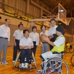 石川ひろたか議員と一緒に障がい者ミニバスケットを体験