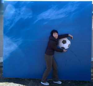 サッカーボールと智子