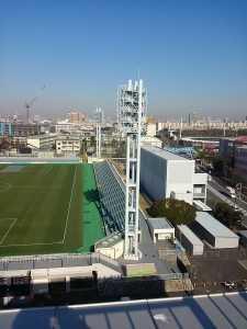 屋上から見たフィールドと陸上トレーニング場