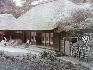 実際の池子の藁ぶき屋根の家