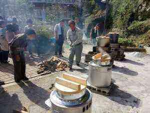 炊き出しの釜も最近購入。