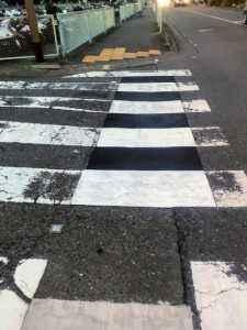 横断歩道のラインも引き直ししてあります