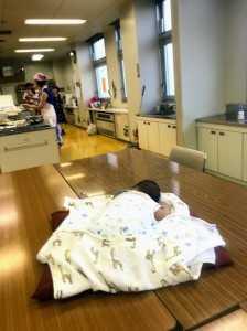 赤ちゃんはここで寝てます