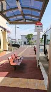 香椎花園前バス停ベンチと上屋