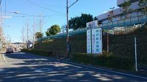 総合病院信号柱立つ20161228 (3)