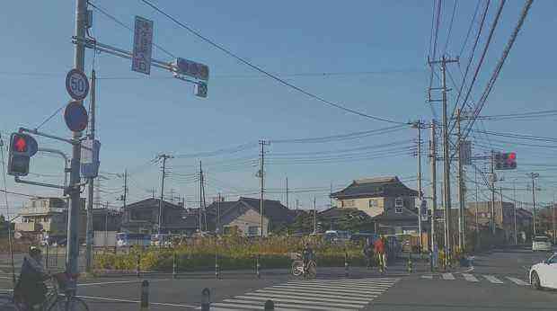 鳩ケ谷駅入り口交差点に右折矢印信号191208