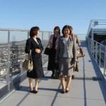高所に何の抵抗もない婦人視察団!さすがです。