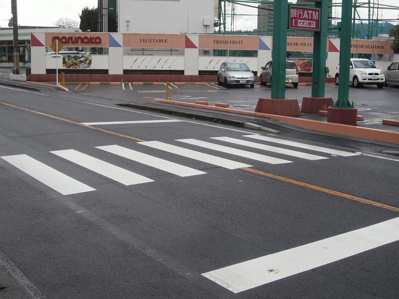 マルナカ小坂店前横断歩道設置