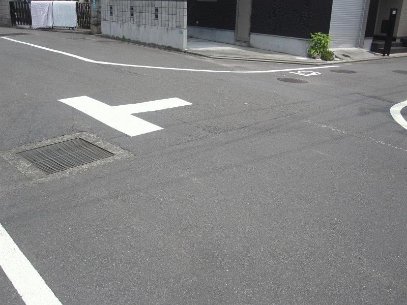 【素鵞40号線】(中村5丁目7)に路面標示などの安全対策を実施!!②