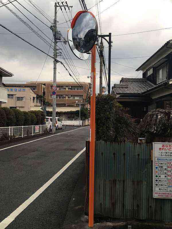 【素鵞62号線】【素鵞52号線】大塚水道横の十字路にカーブミラーを設置