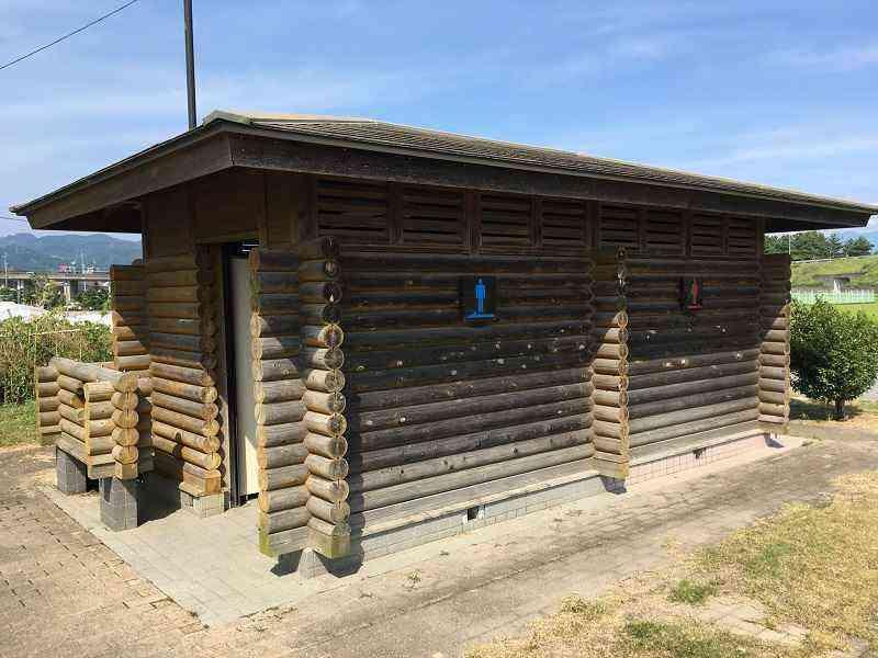 重信川緑地ソフトボールグラウンドのトイレを洋式便器に改修