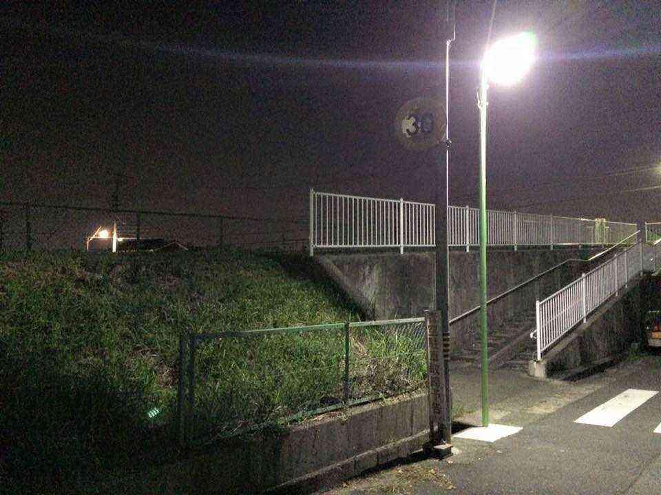 戸田荘の福田川沿いの橋の下に街路灯が設置