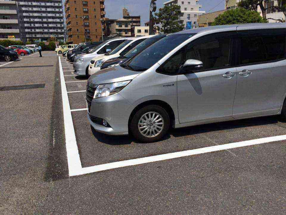 中川区役所の駐車場のライン整備