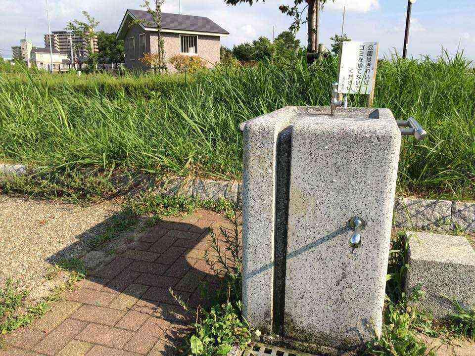富田公園の水飲み場を修理