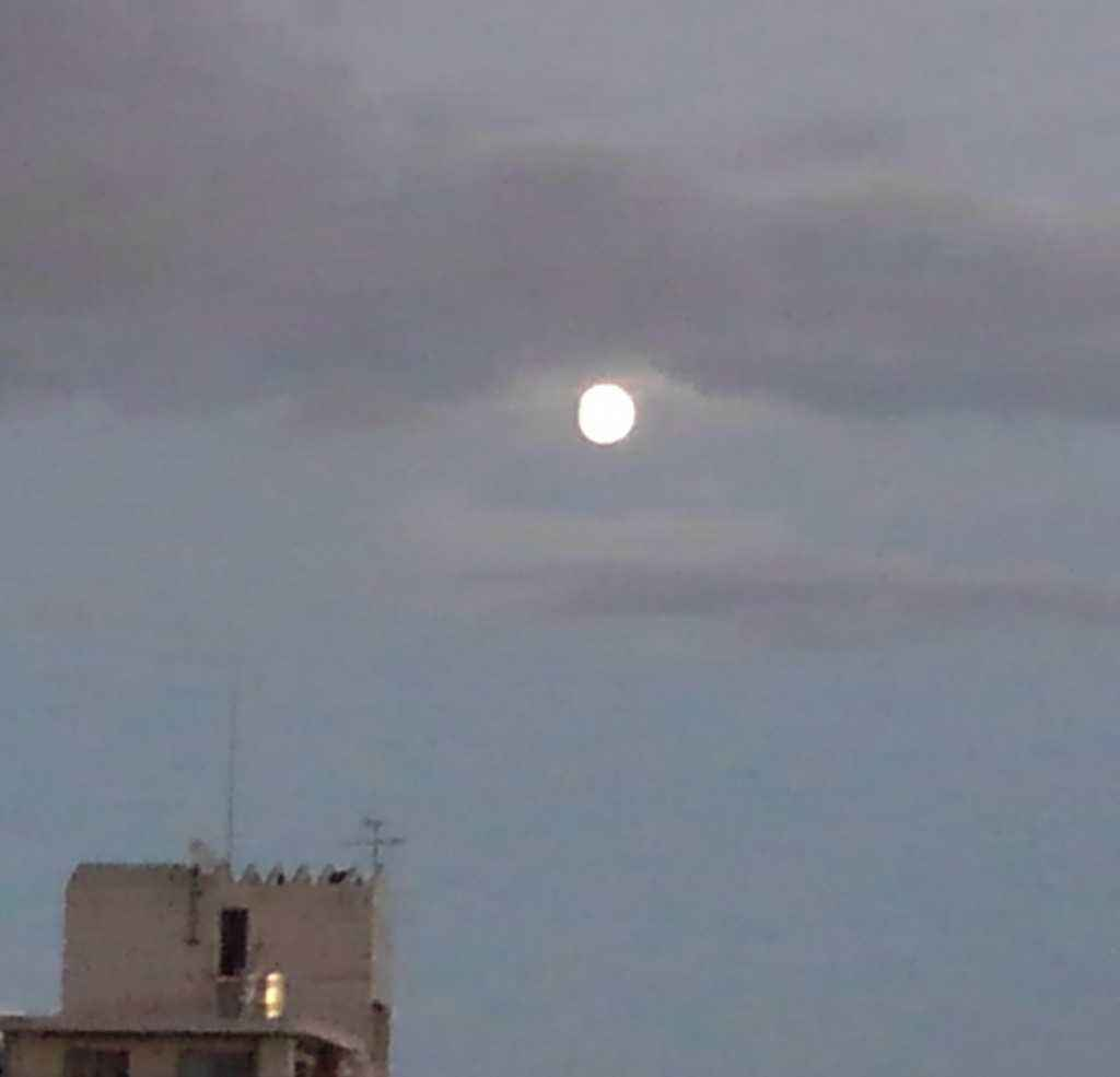 は 今日 の 満月 月