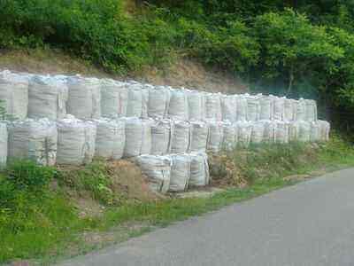 新しく積まれた40袋の土のう