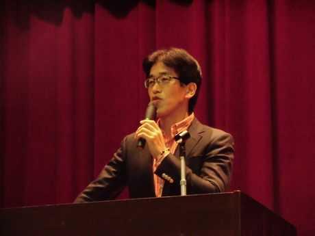 講演する岸博幸慶応義塾大学大学院教授