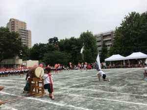 千駄ヶ谷小学校の運動会。応援合戦。
