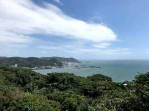 披露山から三浦半島を望む