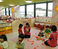 200人規模の子どもを保育できる本園の様子