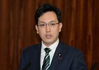 参議院経済産業委員会で質疑する杉久武