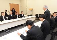 全漁連から要望を受ける 斉藤鉄夫(手前左から2人目)