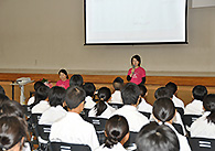埼玉県熊谷市の中学校で行われた、がん体験者による「生命(いのち)の授業」