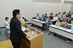 党滋賀県本部臨時大会であいさつする北側副代表=30日 大津市