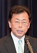 国政報告し、決意を訴える西田氏