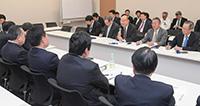 日本新聞販売協会から要望を受ける党の各懇話会=20日 衆院第2議員会館