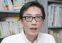 法政大学 湯浅誠教授