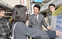 東京VAを展開する、うすい区議ら=2月26日 足立区