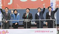 支援を呼び掛ける北側副代表と杉、山本、佐藤、石川の各氏=2日 大阪市